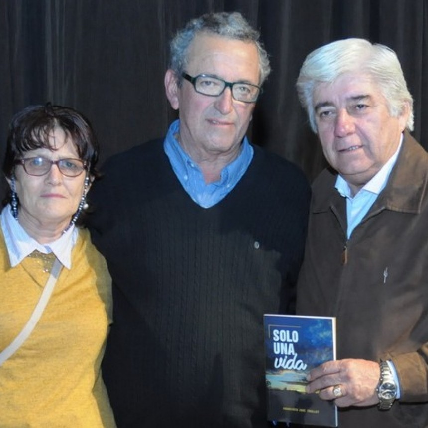 """Se presentó en Pinedo el libro """"SOLO UNA VIDA"""" de Francisco Trullet"""