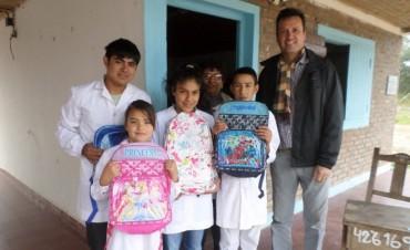 """Entrega de Útiles Escolares en el Paraje """"Santa María"""""""