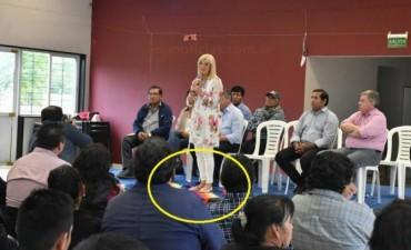 """Elda Pértile pisoteó la bandera Wiphala el """"Día de la Raza"""""""