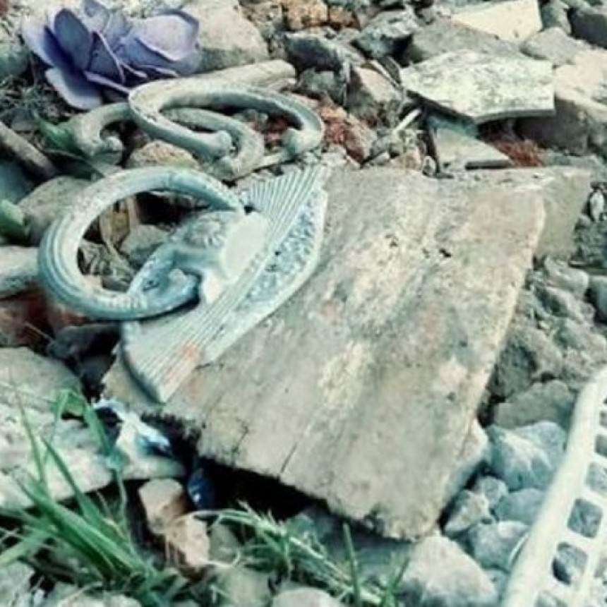 Repudio -Rellenaron calle con restos del cementerio-